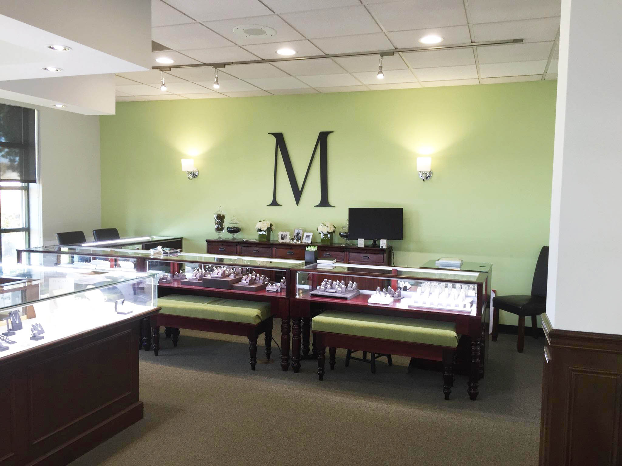 Mullen Brothers-Turned Legs Retail Jewelry Display Case
