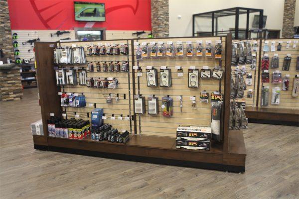 Gondola Slatwall gun merchandise display