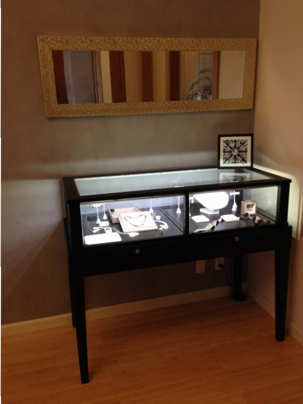 Tapered Leg Display Case