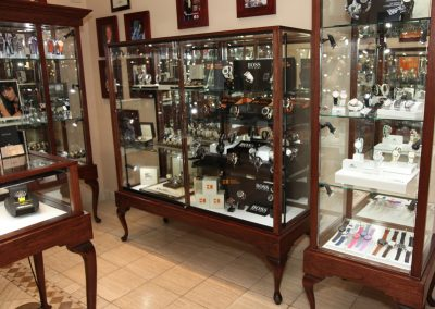 Custom-Queen-Anne-Display-Case-Gervil-12