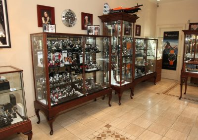 Custom-Queen-Anne-Display-Case-Gervil-15