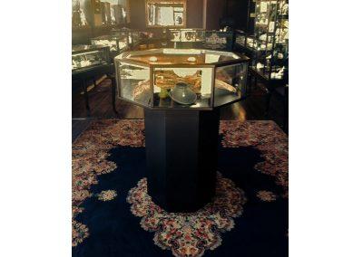 32475 Octagon Pedestal Display