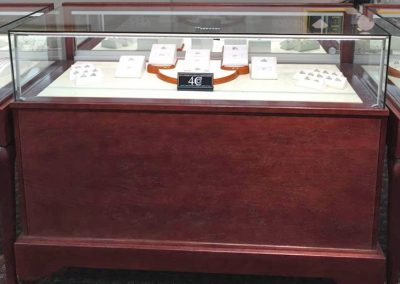 Jewelry-Vision-Queen-Anne-Rectangle-Horizontal-Display-Case-With-Storage-2