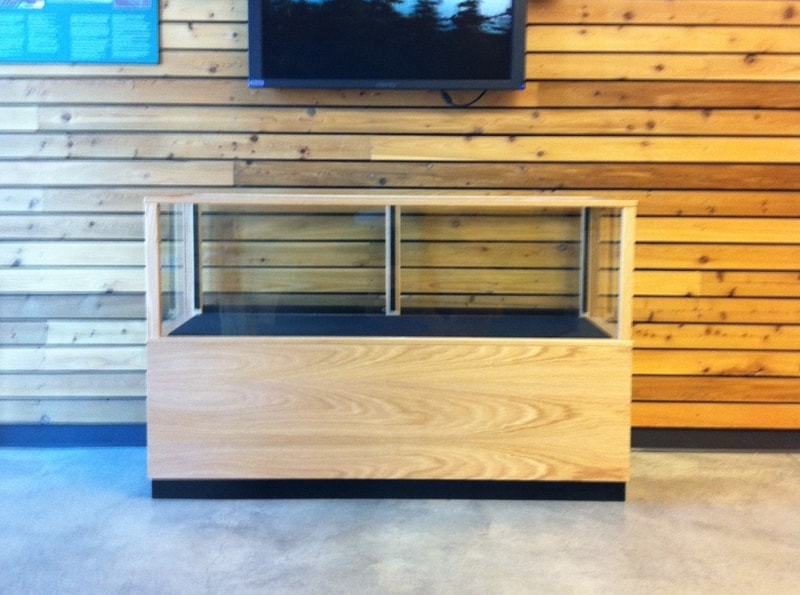 Full Vision Classic Rectangle Horizontal Display Case Made For An Entry Of An Office