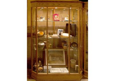 48-Inch-Wide-Classic-Octagon-Tower-Display-Case-2